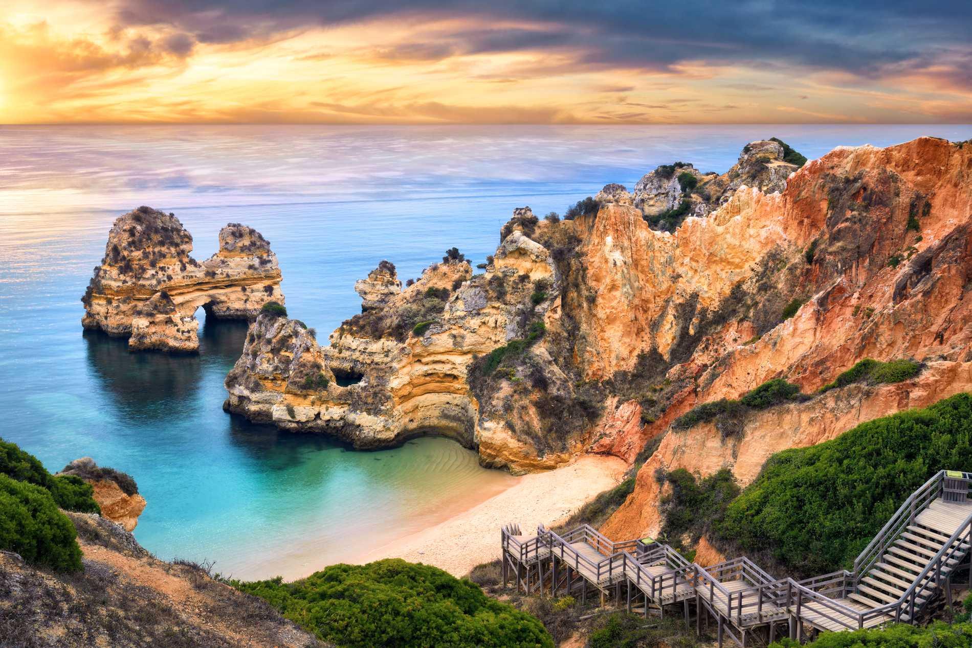 Portugal är bland annat känt för sina fina stränder.