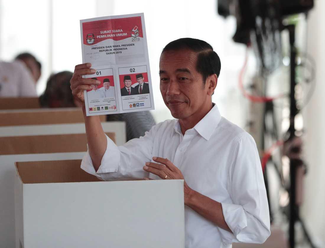 """""""Jag är lättad"""", sade Indonesiens president Joko Widodo efter att ha lagt sin röst i onsdagens val."""