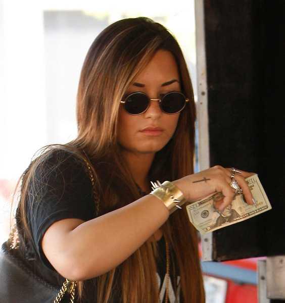 TALAR UT OM SJÄLVSKADEBETEENDET Demi Lovato bryter nu tystnaden om åren av självskadebeteende.