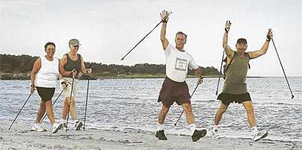"""Ett par i 60-årsåldern beskrivs som """"det gamla paret"""" och barn och ungdomar förväntar sig att äldre ska lämna plats för dem. Sverige håller på att bli ett känslokallt samhälle och det krävs en radikal förändring av attityden till ålder, skriver naturterapeuten Mayne Sundewall-Hopkins som väljer att stanna kvar i England tills vidare."""
