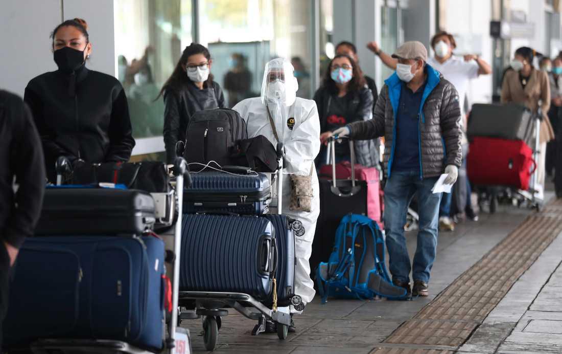 Passagerare i Bogotá, Colombia, en av de länder som omfattas av det brittiska inreseförbudet. Arkivbild.