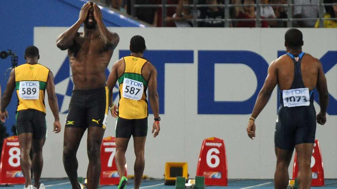 Bolt gick frustrerat runt några sekunder innan domaren visade den röda flaggan.