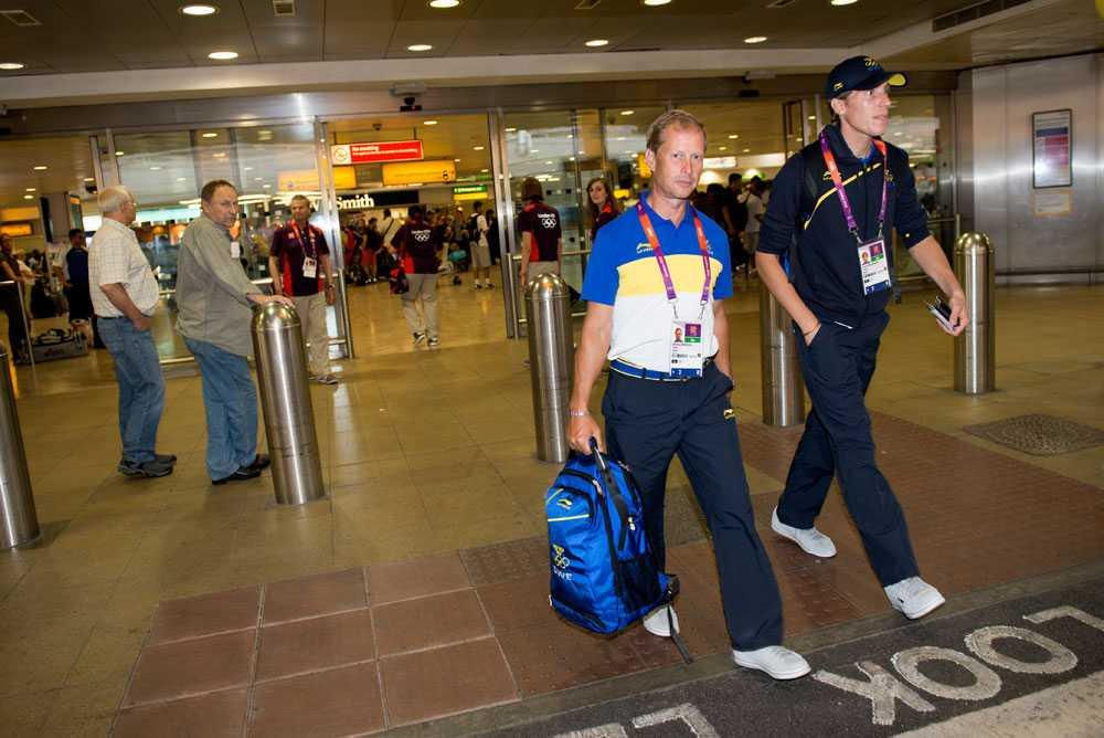 Här anländer Rolf-Göran Bengtsson till Heathrows flygplats utanför London.