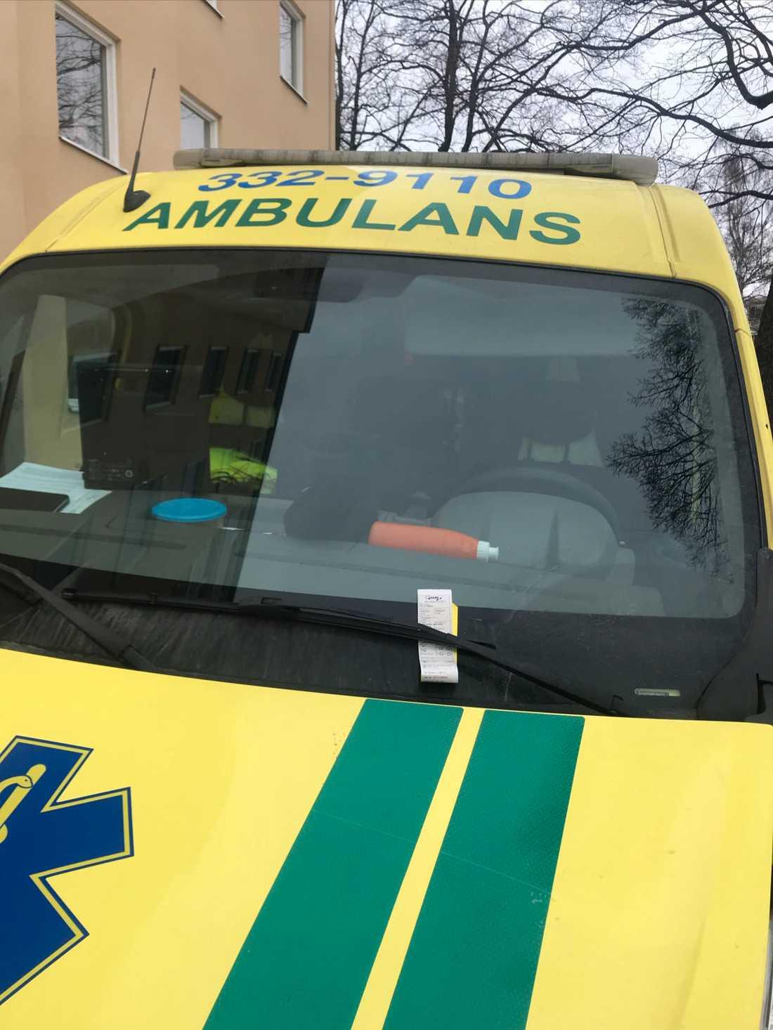 Ambulansen med p-boten.