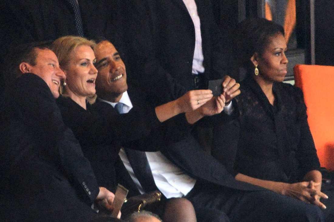 Selfies vi minns Danmarks statsminister Helle Thorning-Schmidt passade på att ta en selfie med sina kollegor Barack Obama och David Cameron på Nelson Mandelas begravning. En som inte var så road av tilltaget var Michelle Obama.