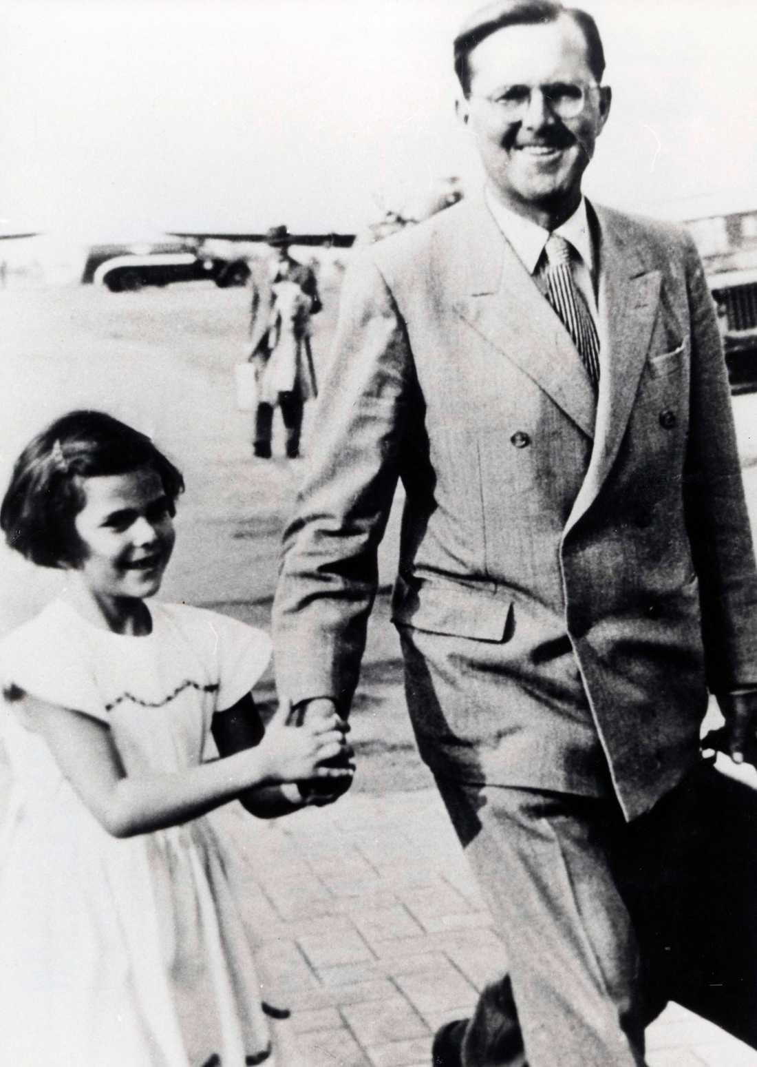 En ung drottning Silvia med sin pappa Walther Sommerlath. Foto: AP/SCANPIX