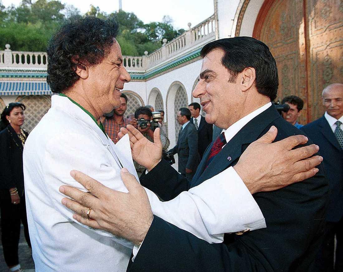 Välkomnar Tunisiens avsatte ledare Ben Ali till Tripoli.