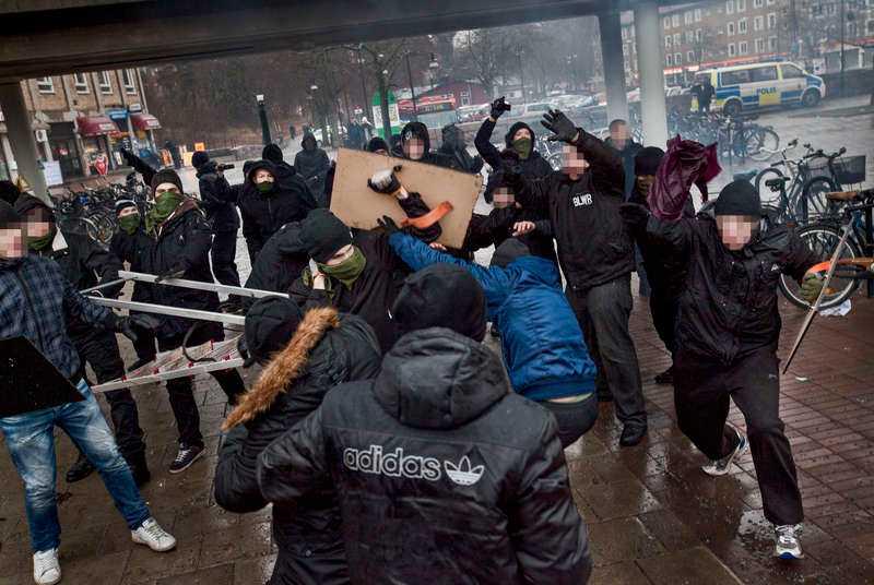28 personer greps i samband med attacken på den antirasistiska demonstrationen i Kärrtorp i södra Stockholm den 15 december.
