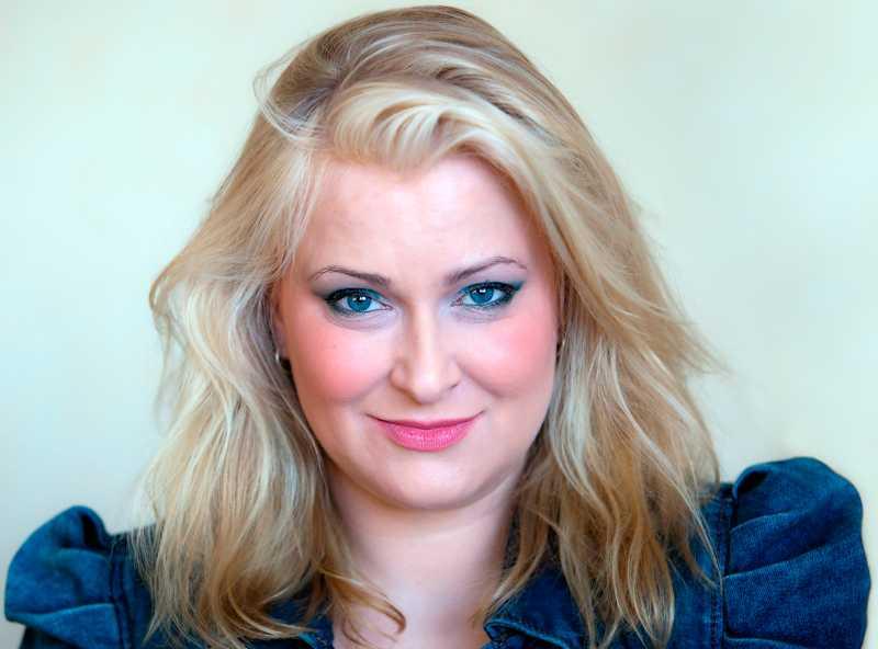 Annelie Babitz  wallraffar som striptease-dansös i Göteborg. Resultatet är lysande, skriver Natalia Kazmierska.