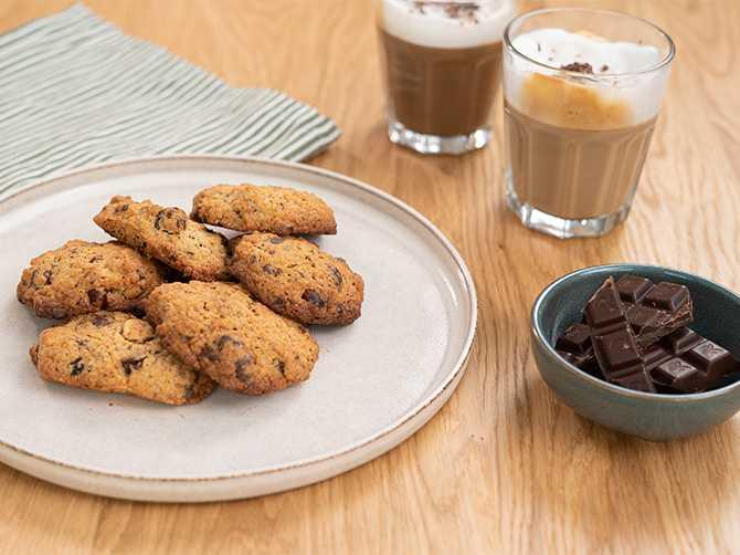 Gör cookies. av torrt bröd
