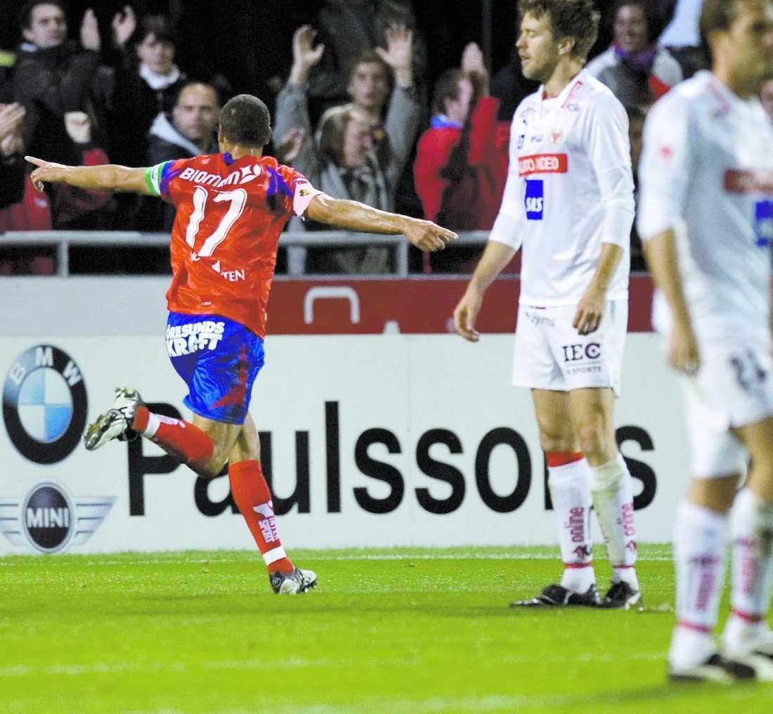 Helsingborg slog serieledande Kalmar sedan Henrik Larsson slagit in matchens enda mål. Ett mål som betyder att det fortfarande lär bli en tuff strid om guldet.