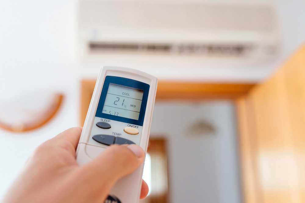 Du får inte ha det varmare än 28 grader inne i lägenheten under sommaren, enligt Folkhälsomyndighetens rekommendationer.