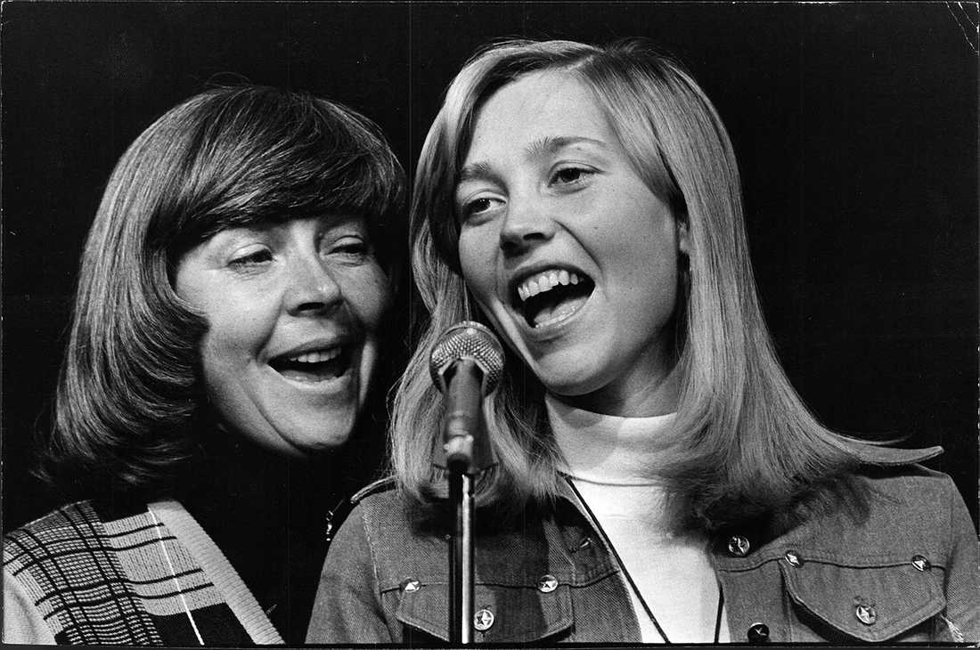 Alice Babs och Titti Sjöblom sjunger tillsammans 1976.