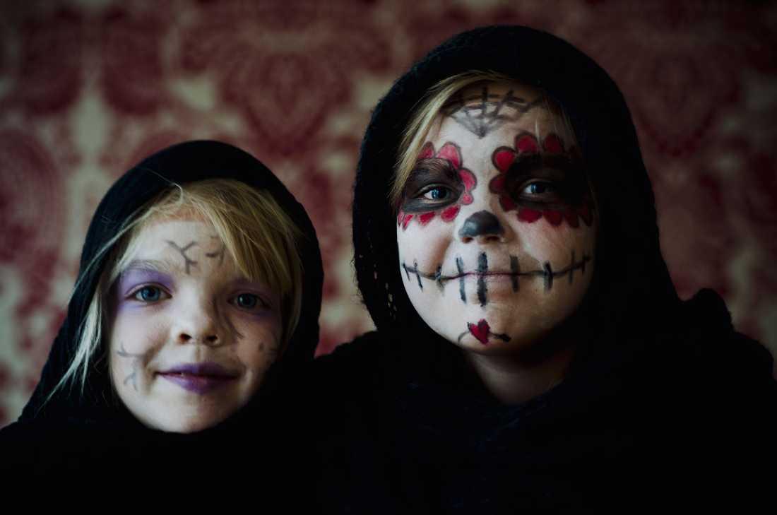 """""""Här är mina döttrar: Stella som fyller 7 år på fredag och storasyster Mina 9 år"""""""