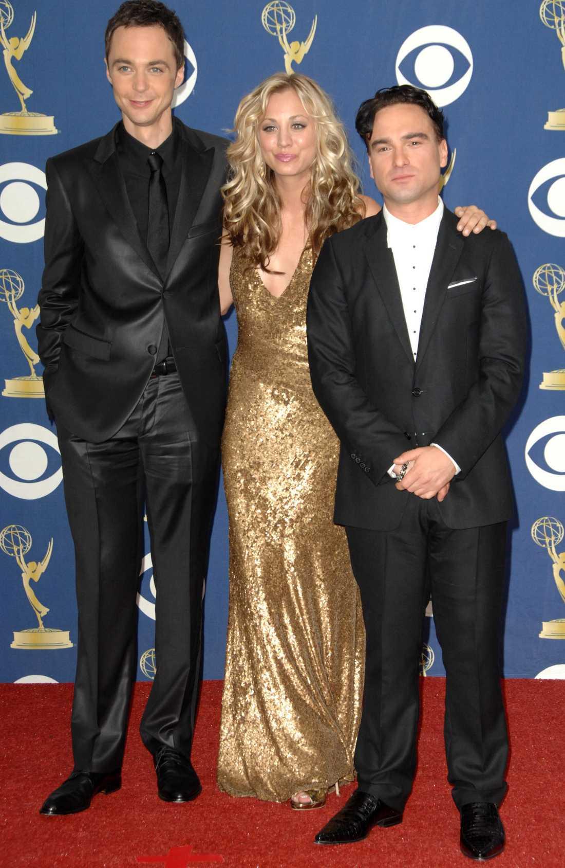 Johnny Galecki (längst till höger) tillsammans med Jim Parson och Kaley Cuoco.