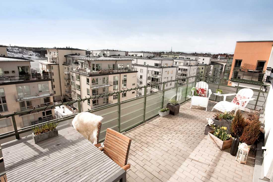 Väl valda detaljer på balkongen eller uteplatsen är ett annat tips från mäklaren inför visningen.