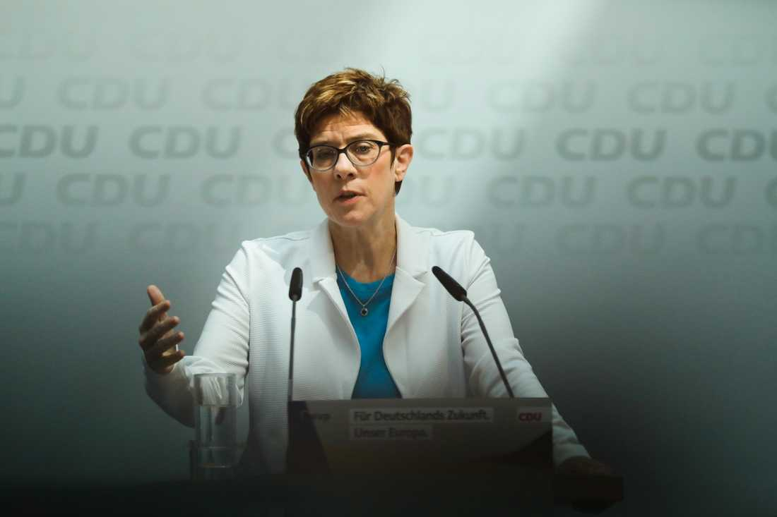 CDU-ordföranden Annegret Kramp-Karrenbauers uttalande har tolkats som att hon vill begränsa yttrandefriheten på internet. Bild från måndagens pressträff.