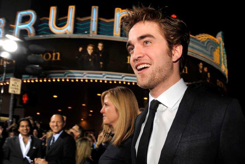 23-årige Twilight-stjärnan Robert Pattison sopade banan med dubbelt så gamla Johnny Depp och Brad Pitt.