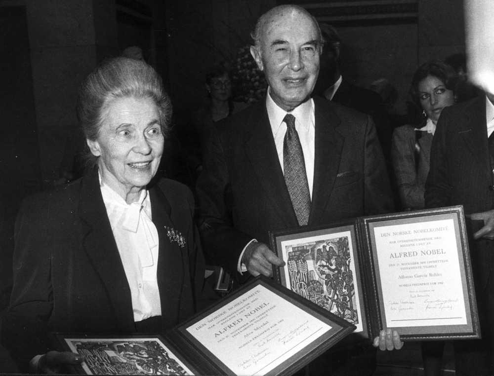 1982 fick Alva Myrdal och mexikanen Alfonso García Robles fredspriset efter sitt nedrustningsarbete genom FN:s försorg.