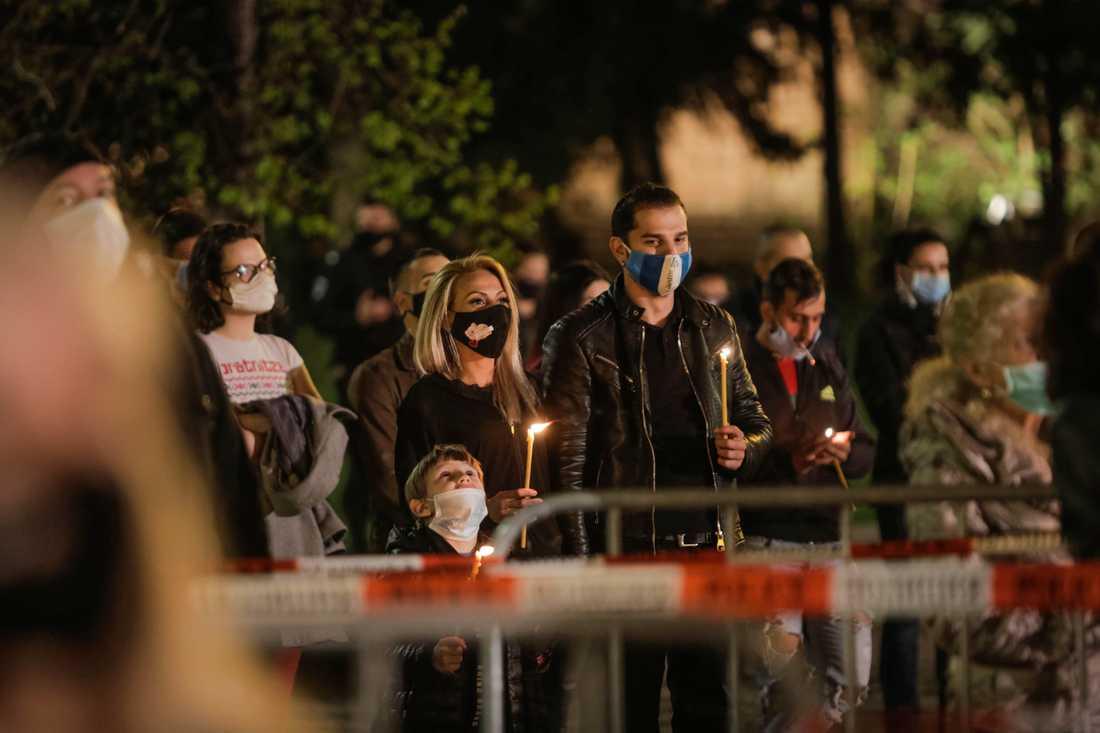Social distansering under en gudstjänst i Bulgariens huvudstad Sofia i påskas.