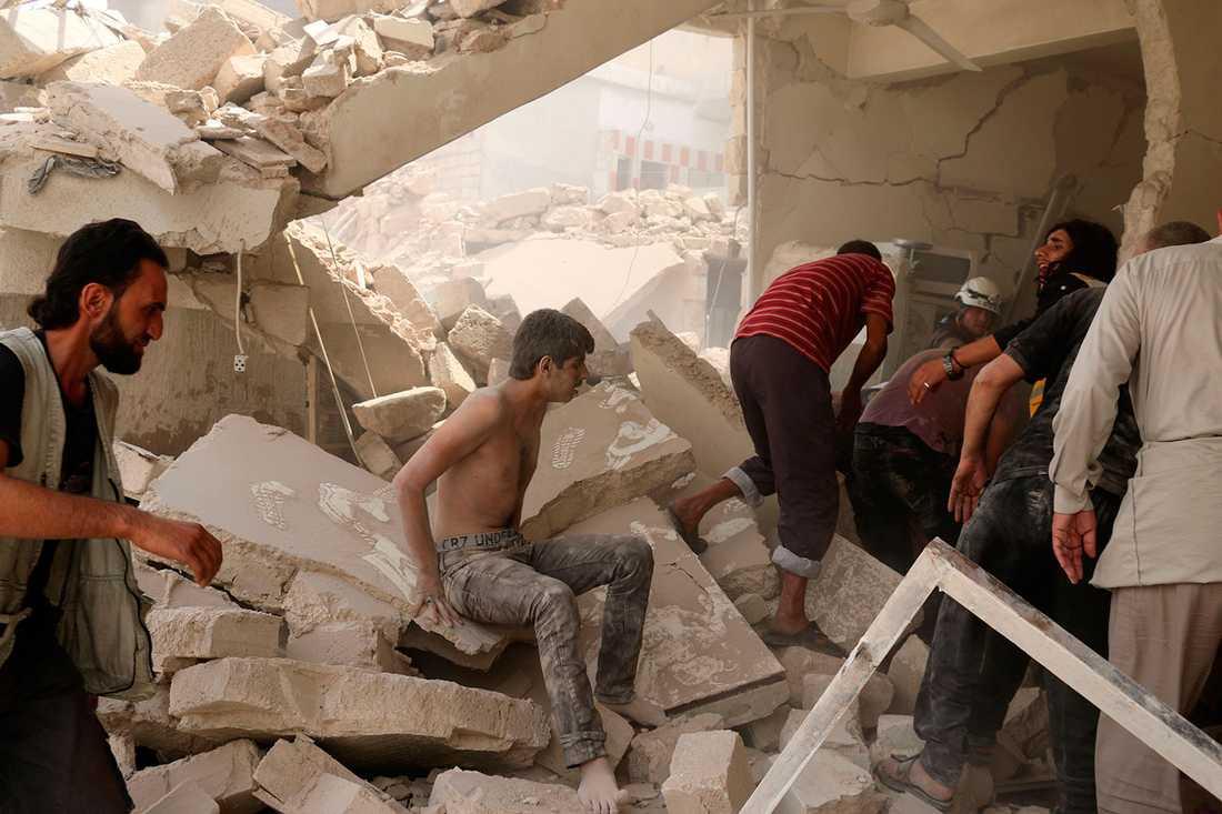 Bara bråte är kvar efter bombangreppet.