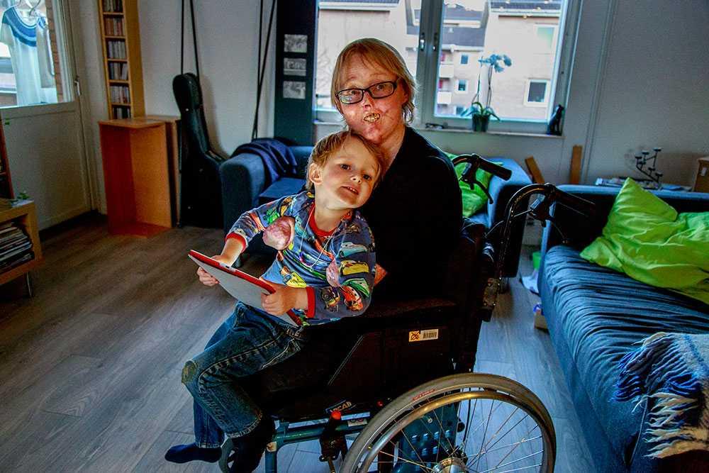 """Christina Pettersson träffar många människor som förväntar sig att hon ska vara ledsen. Men hon har bestämt sig för att leva ett bra liv. """"Det värsta jag vet är om folk tycker synd om mig. Då känns det som de ser ned på mig"""", säger hon."""