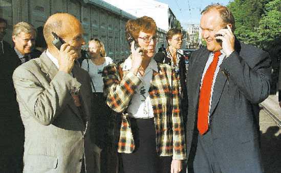 HADE EN AVGÖRANDE ROLL Sveriges delegation – chefsförhandlaren Gunnar Lund, utrikesminister Lena Hjelm-Wallén och statsminister Göran Persson – under EU-toppmötet i Amsterdam i juni 1997. Foto: Erik luntang/nordfoto