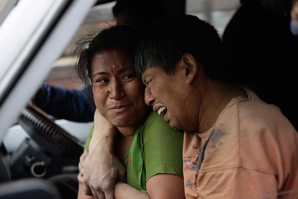 Släktingar till offren i Katmandou