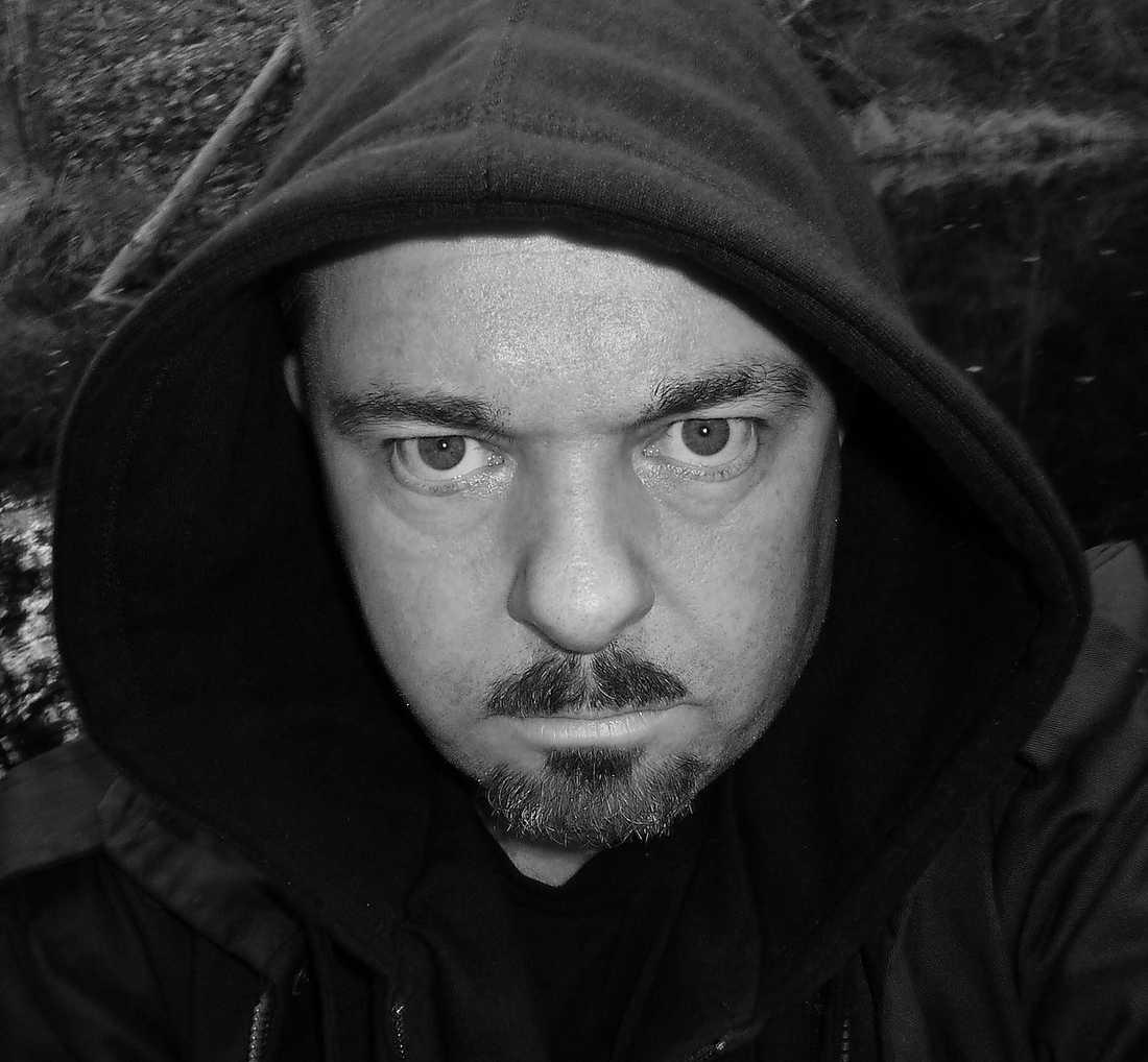 Ingen svensk poet skildrar kroppar och kroppsligheter på ett mer rasande och självblottande sätt än Johan Jönson. Han fick Aftonbladets litteraturpris 2008. Foto: Privat