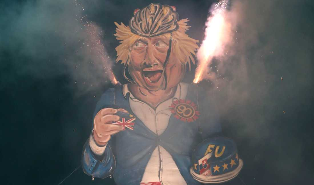 The Edenbridge Bonfire Society brände en 11 meter hög docka av Boris Johnson på Guy Fawkes-Night 2018.