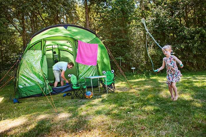De som tältar blir lättare avskräckta av dåligt väder, jämfört med människor med husvagn eller husbil.