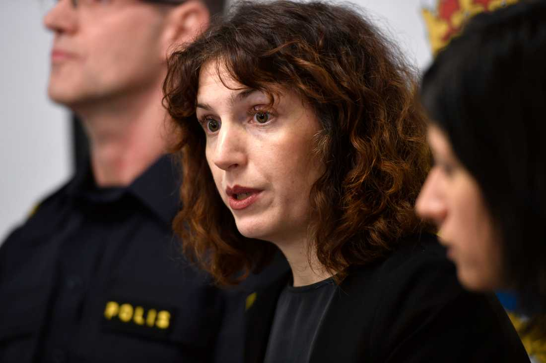 Kammaråklagare Isabelle Bjursten när det förra åtalet gällande stölden i Strängnäs domkyrka presenterades. En 22-årig man dömdes i vintras till fängelse i fyra och ett halv år för stölden. Nu åtalas en 26-åringen som misstänks ha deltagit i kuppen.