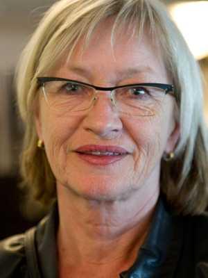 Lön: 31 114 kronor.  Kerstin Torstensson, 61. Examen: Gymnasielärare i ekonomiska ämnen. 27 år i yrket.  – En av mina studenter sa så här: Tänk så kul det hade varit att bli mattelärare. Men det finns ju inte med den lönen!
