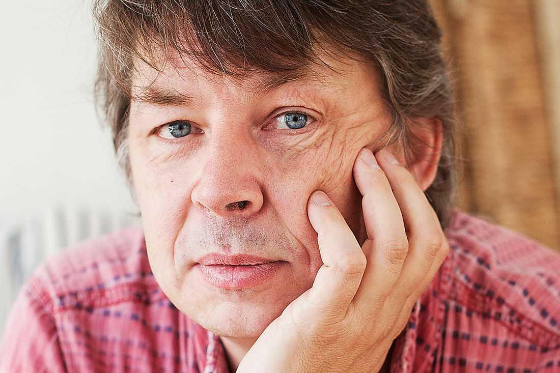 mammas pojke Erik Wijk, författare och journalist, har tidigare skrivit en bok om sin pappa. Nu är det dags för ett porträtt av mamma. Foto: Sofia Runarsdotter