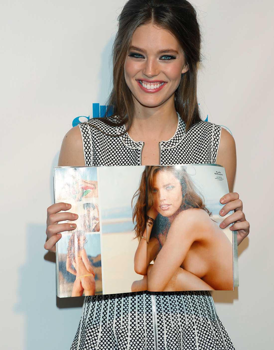 Modellen Emily DiDonato Var i Namibia och plåtades. Foto: AP