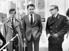 28 oktober 1981: En rysk ubåt har under natten strandat i Gåsefjärden utanför Karlskrona. Statsministern Thorbjörn Fälldin med utrikesminister Ola Ullsten och ÖB Lennart Ljung håller presskonferens.