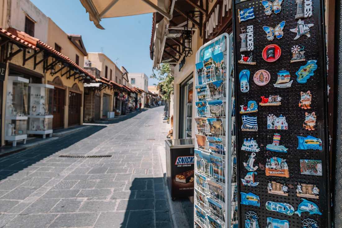 Ännu finns det plats för fler turister på gatorna på den grekiska semesterön Rhodos.