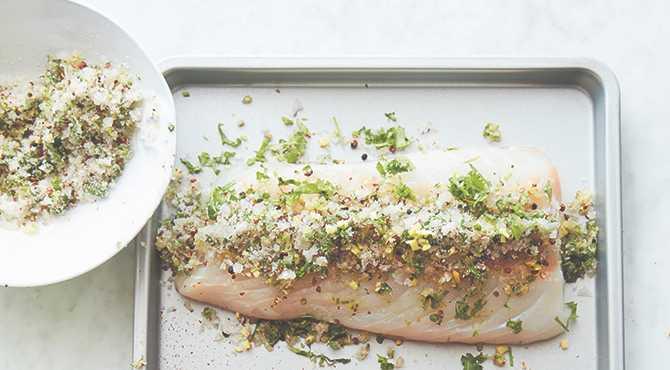 Påskbufféns överraskande tilltugg : Gravad torsk med fin sälta.