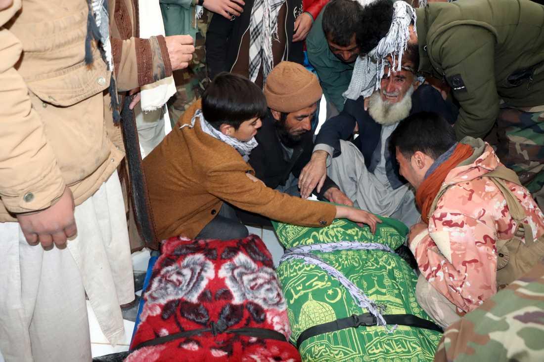 Begravning av den mördade afghanska journalisten Bismillah Adil Aimaq, som sköts till döds i Ghor 1 januari. Arkivbild.