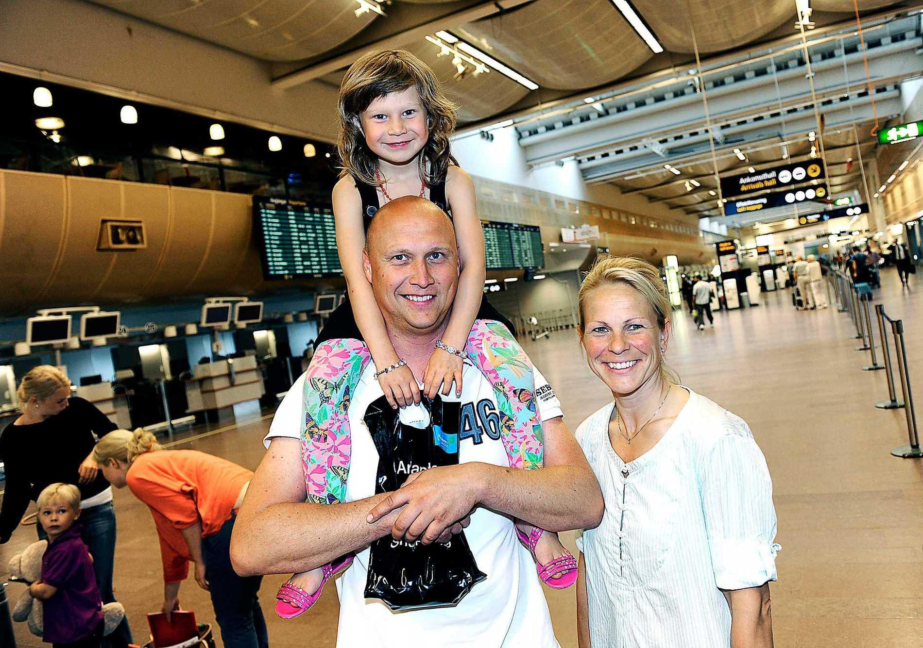 Jonas och Eva Bernin med dottern Julia, 5, orkade inte vänta på sommaren längre. I förrgår tog de beslutet – och bokade sin sista minuten-resa. Nu åker familjen på en veckas all inclusive-semester till Turkiet.