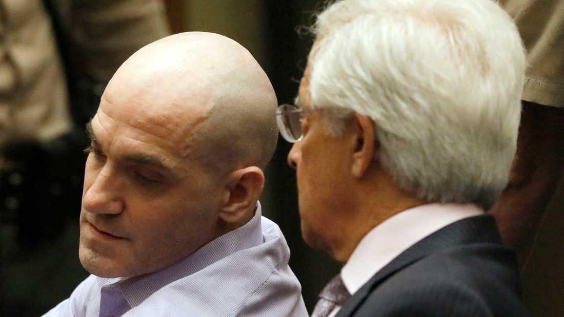 Michael Gargiulo (till vänster) och hans advokat Daniel Nardoni tar emot den fällande domen i en domstol i Los Angeles på torsdagen.