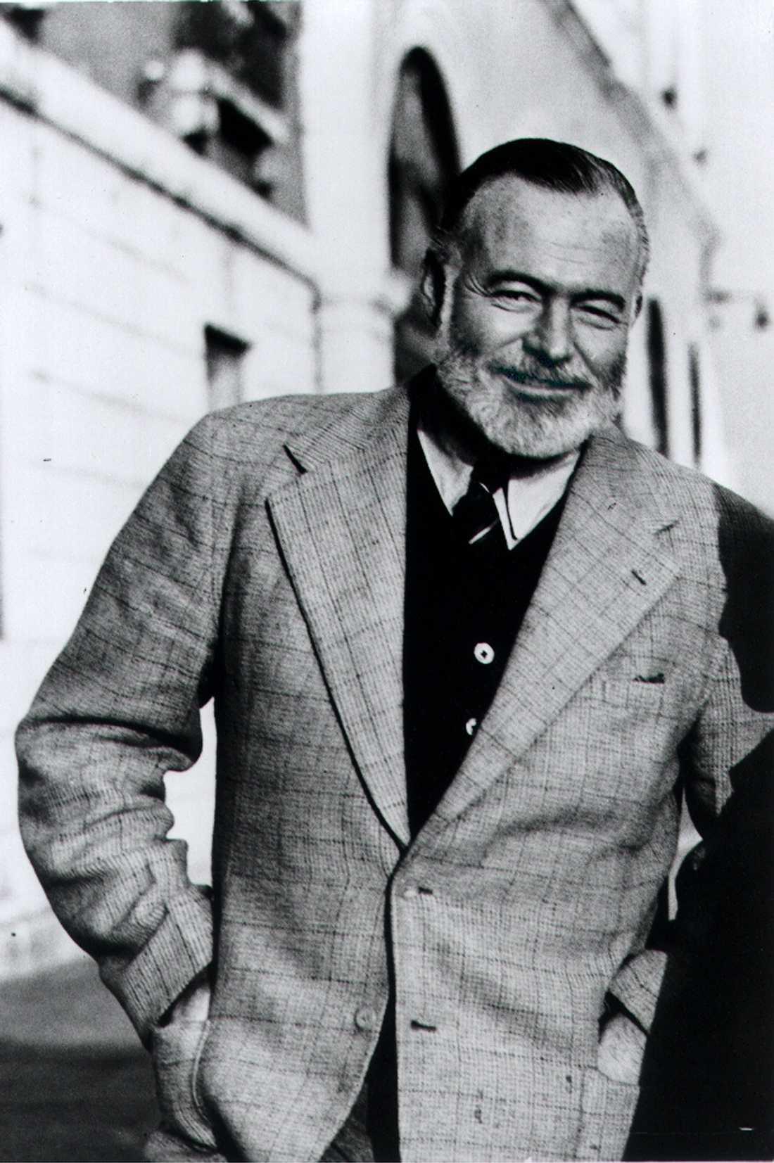 Ernest Hemingway fotograferad på Suckarnas Bro i Venedig av hans vän Aaron Edward Hotchner, 1950.
