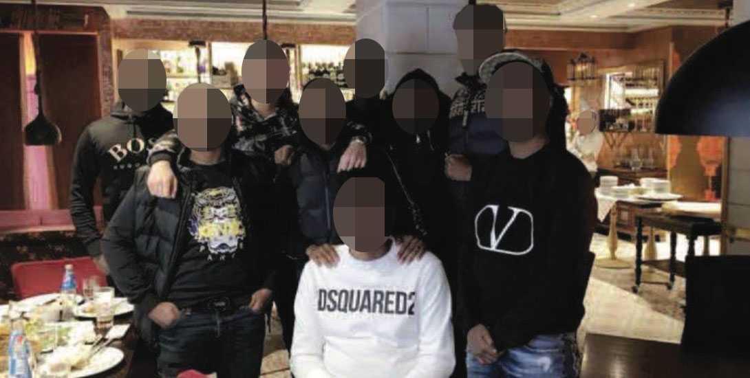 Bilden visar flera unga män som enligt polisen tillhör det kriminella nätverket Rinkeby 1 och som beskrivs som en undergrupp till Shottaz.