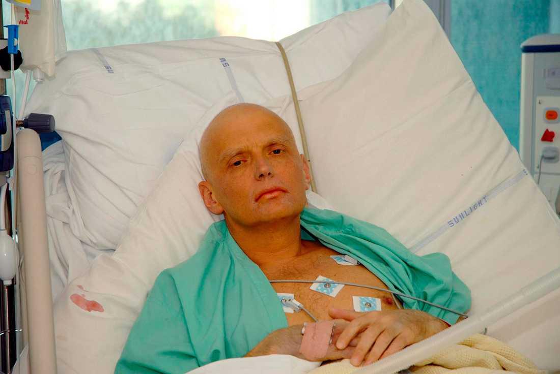 Alexander Litvinenko döende i sjukhussäng i London.