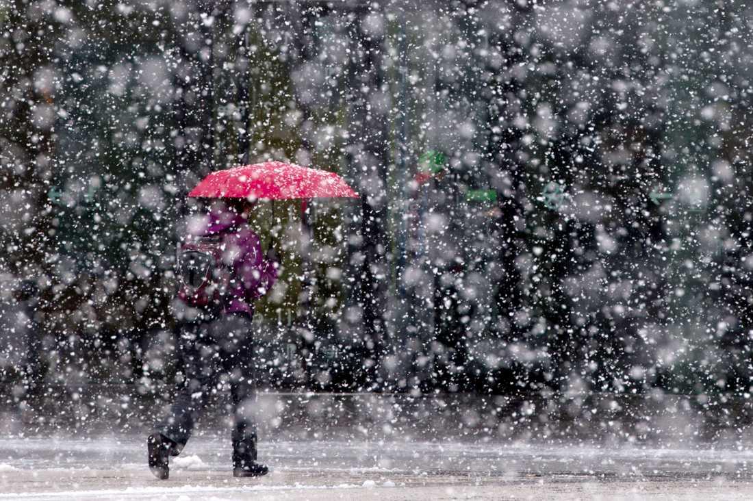 Nu varnar SMHI för snöfall.
