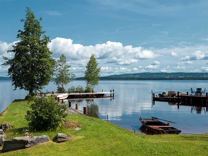 Vid sjön Siljan finns flera fina bad, t ex Siljansbadet är ett barnvänlig bad. I Rättvik finns en finkornig strand och det är dessutom långgrunt.
