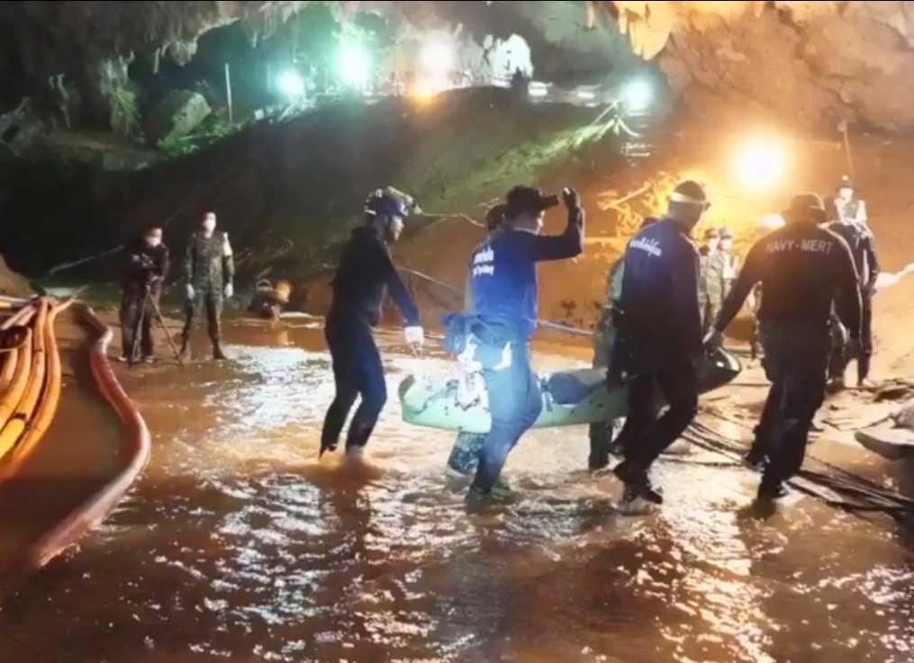 Samtliga 13 från fotbollslaget räddades ur grottan. Operationen följdes av hela världen. Totalt deltog runt 10000 personer i räddningsinsatsen. Arkivbild