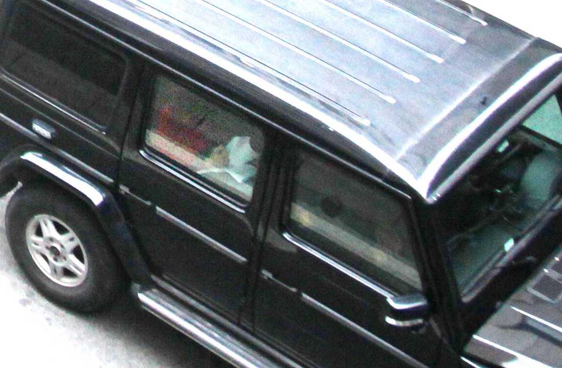 här läser han sitt manifest Anders Behring Breivik förbereder sig inför häktningsförhandlingen. 32-åringen erkänner bomben i Oslo och skotten på Utøya.