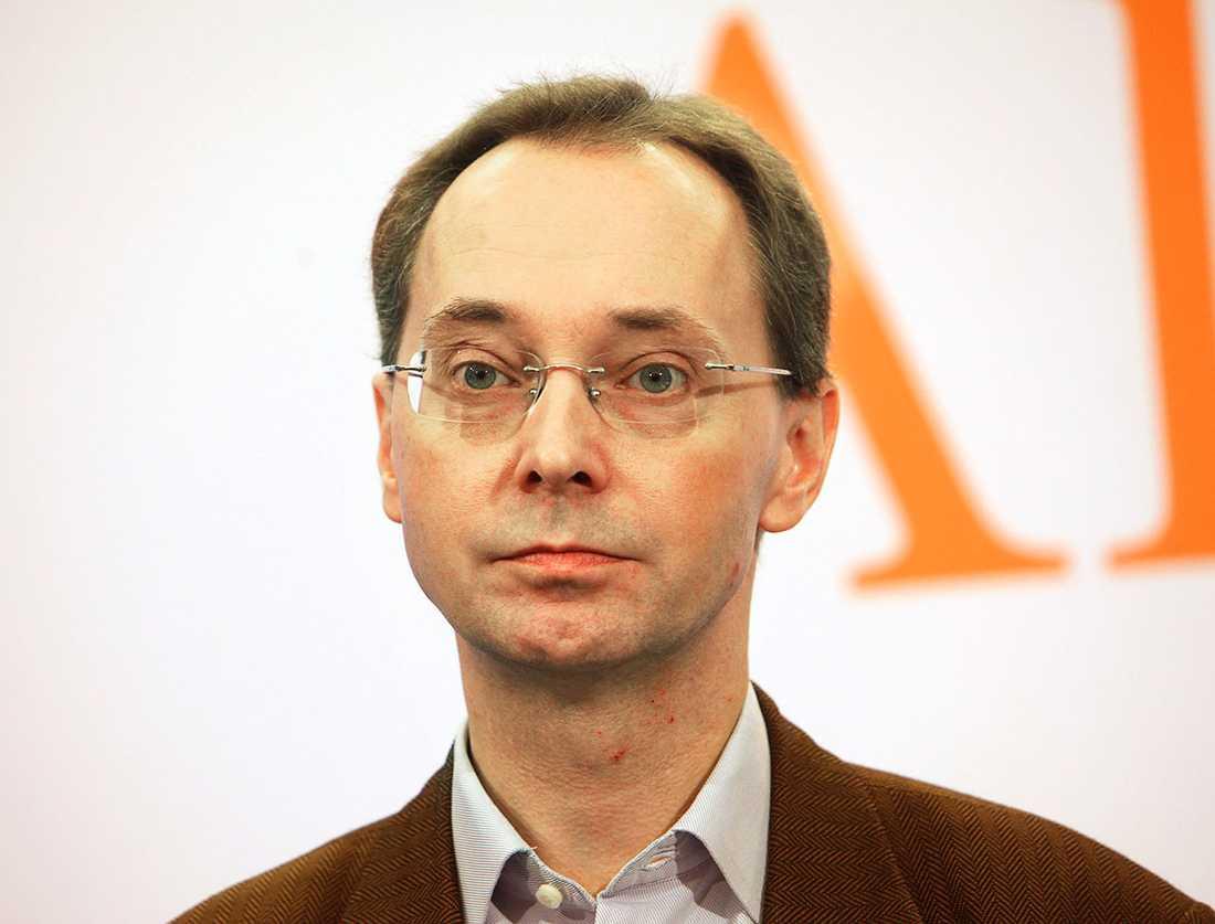 Moderaten Gunnar Axén har anmälts för sexuellt ofredande. Han nekar till anklagelserna.