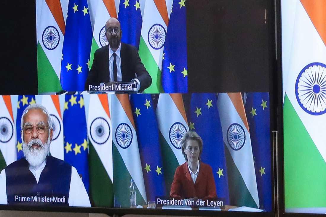 EU:s permanente rådsordförande Charles Michel (överst) och kommissionsordförande Ursula von der Leyen (till höger) håller webbtoppmöte med Indiens premiärminister Narendra Modi.